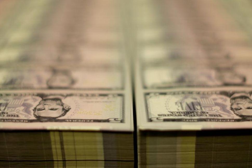Состояние семей в США подскочило до рекордных 136,9 триллиона долларов, говорится в сообщении ФРС