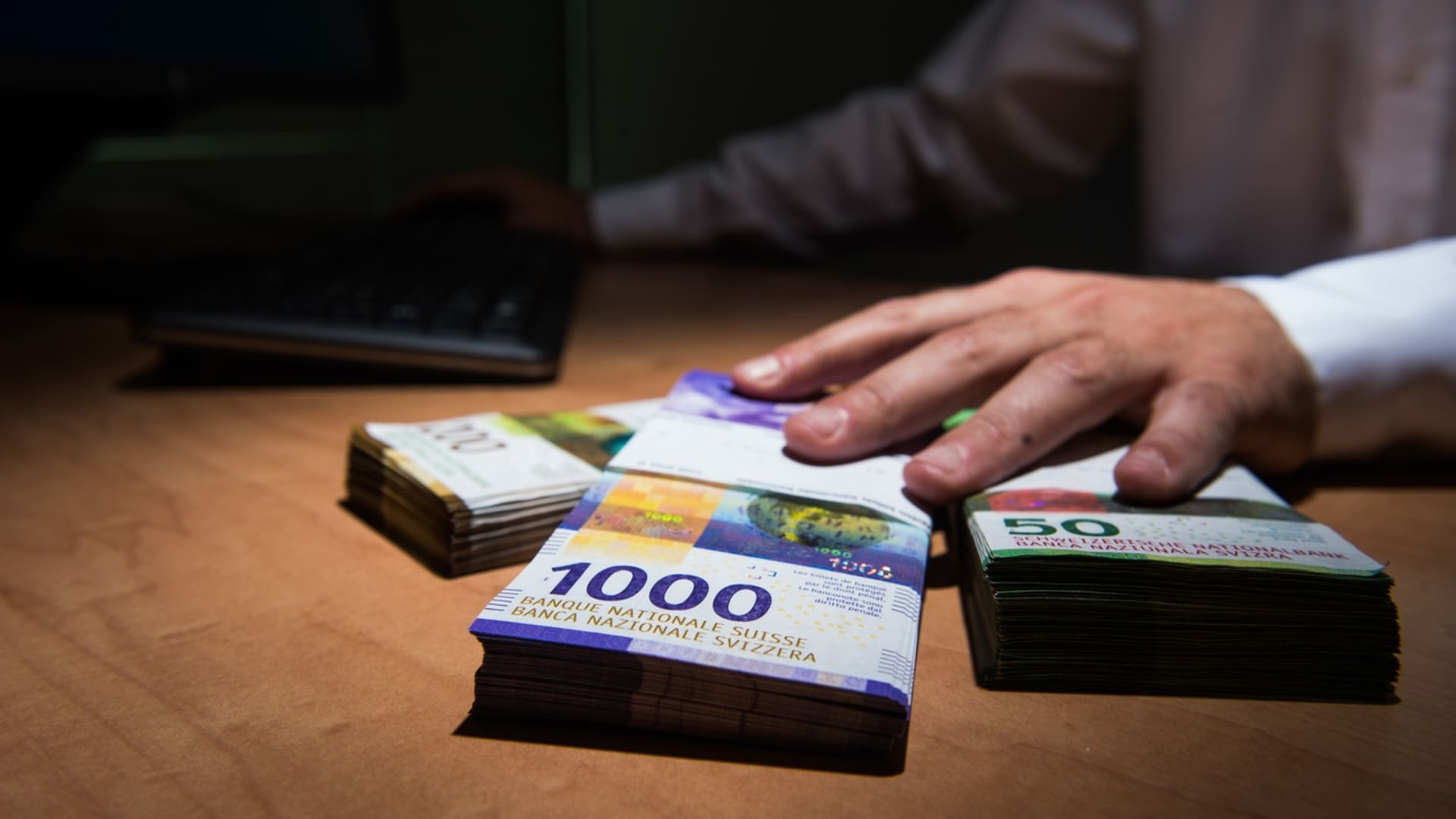 US charges Swiss finance firm and six people with tax evasion