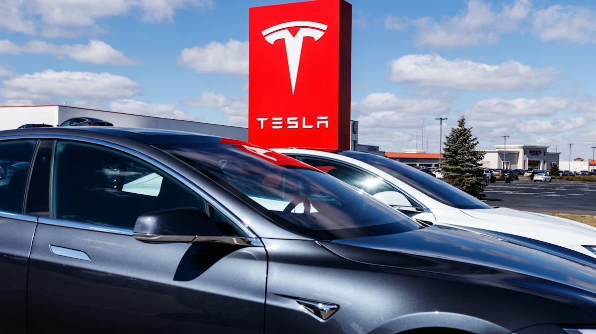 US STOCKS-Futures en baisse après Tesla et les résultats trimestriels d'IBM